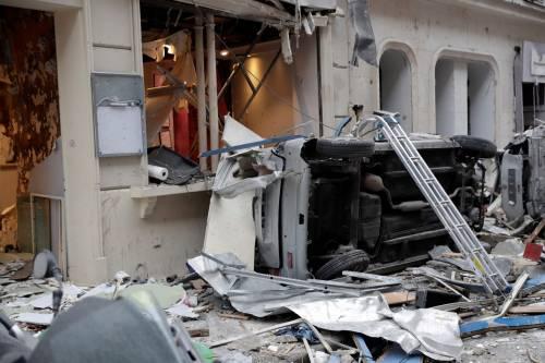 Paura a Parigi: forte esplosione in centro 6