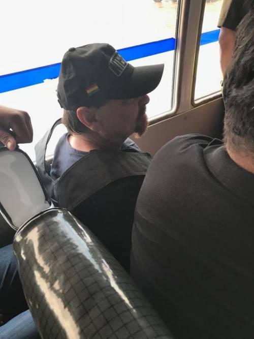 Bolivia, Battisti sale sull'aereo diretto a Roma 2