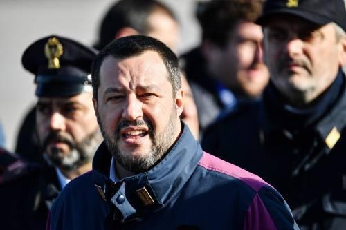 """Tunisino morto durante il fermo, Salvini: """"Gli agenti dovevano dargli una brioche?"""""""