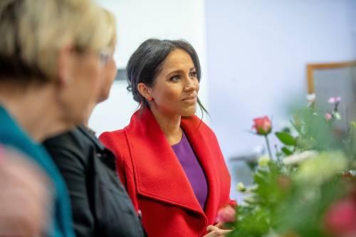 Meghan Markle in rosso per un poeta: foto 3