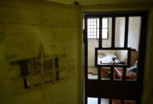 Agrigento, a processo rumeno: continue vessazioni a compagno di cella