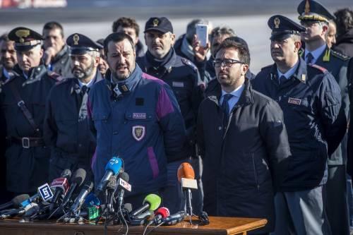 """De Falco attacca Salvini in uniforme: """"Cosa accadrebbe con Schettino?"""""""