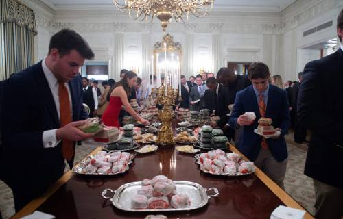 Donald Trump e la cena fast food 5