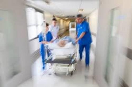 Napoli, dimessa dall'ospedale per un mal di pancia, muore di infarto