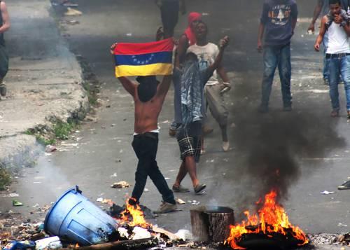 Venezuela, la Guardia Nazionale si ribella a Maduro