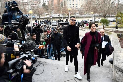 Cristiano Ronaldo e Georgina Rodriguez a Madrid: ecco gli scatti della coppia 10