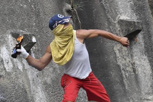 Venezuela, violente proteste contro Nicolas Maduro 4