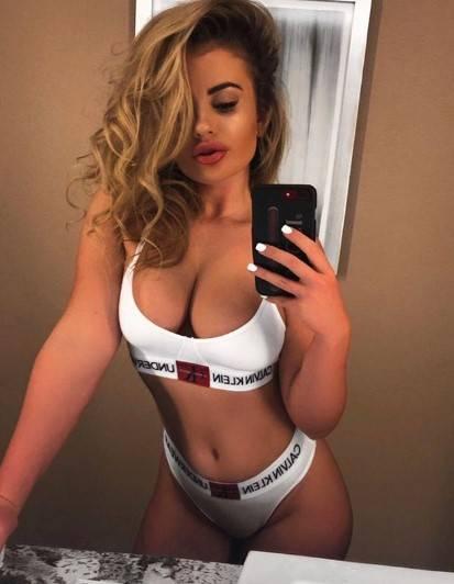 Chloe Ayling, le immagini più sexy 6