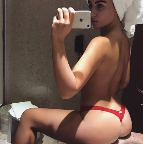 Chloe Ayling, le immagini più sexy 1