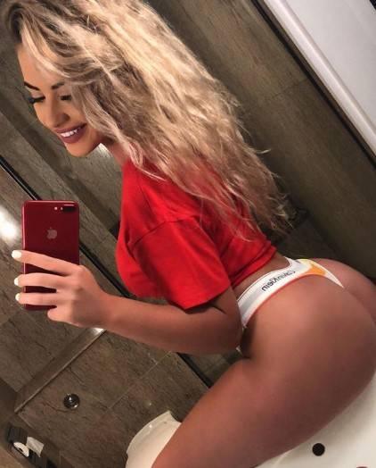 Chloe Ayling, le immagini più sexy 7
