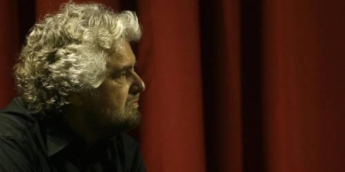 Beppe Grillo contestato dai No Vax: Hai rotto i c....