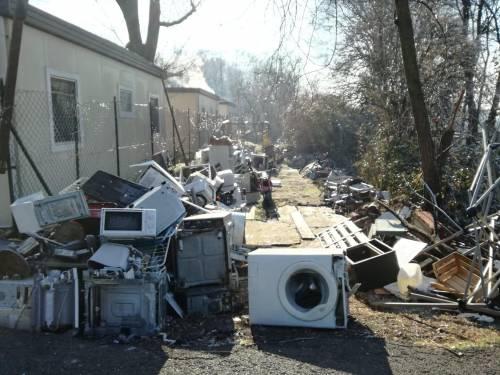 Il degrado del campo rom di via Martirano 3
