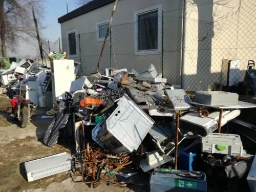 Il degrado del campo rom di via Martirano 4