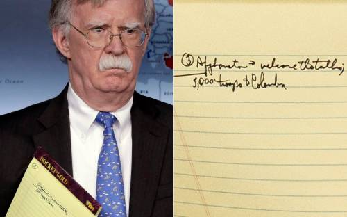 """L'appunto di John Bolton sul Venezuela: """"5000 soldati in Colombia"""""""