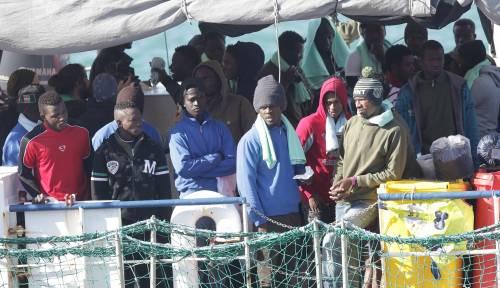 Sea Watch, i migranti arrivano a Catania 3