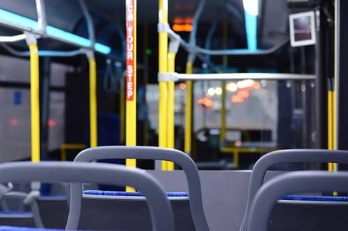 Viterbo, kosovaro minaccia autista poi spacca un vetro sul bus