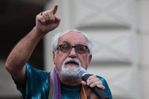 """Padre Zanotelli vuole lo """"svuota carceri"""": """"Fuori quelli con reati lievi"""""""