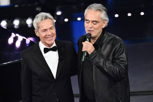 Sanremo, la gaffe di Bisio con Bocelli