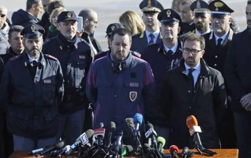 Show all'arresto di Battisti Salvini e Bonafede indagati