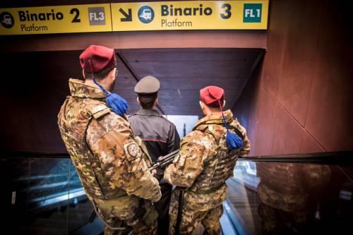 Roma, romeno molesta una donna e aggredisce i militari