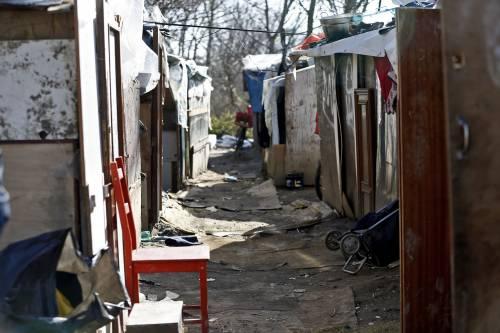 Roma, i vigili sgomberano una baraccopoli abusiva a Ponte Marconi 4