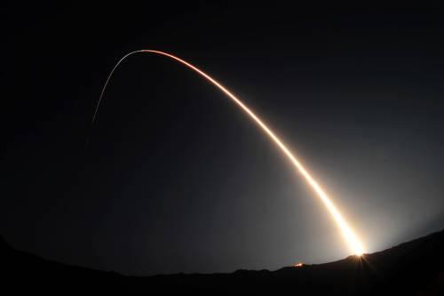 Sale la tensione tra Usa e Russia: testati missili in contemporanea