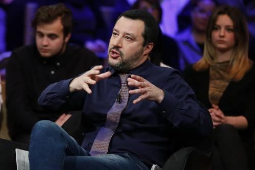 """""""Inutile e vomitevole"""". La vignetta del Fatto su Salvini. E lui risponde"""