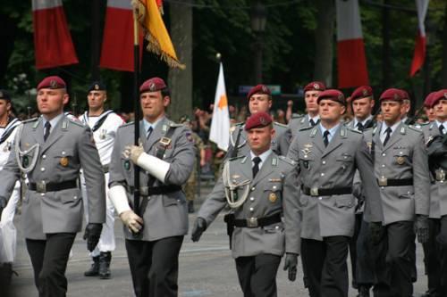 """Islamici tedeschi: """"Merkel istituisca reparto di imam nell'esercito"""""""