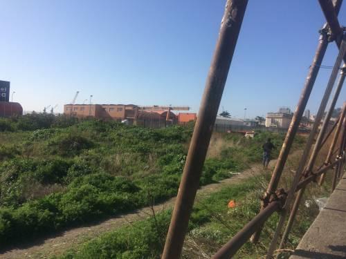 Napoli, nel parco della Marinella: tra rifiuti, tossicodipendenti e disperati 5