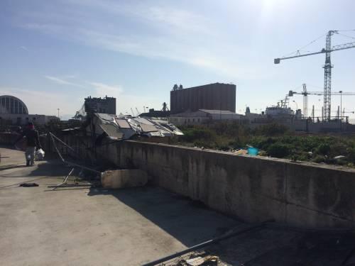 Napoli, nel parco della Marinella: tra rifiuti, tossicodipendenti e disperati 7
