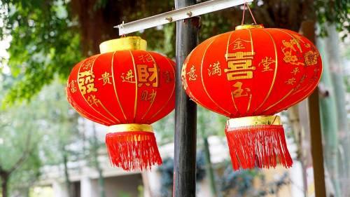 Cina obbliga islamici a mangiare carne suina per onorare il capodanno