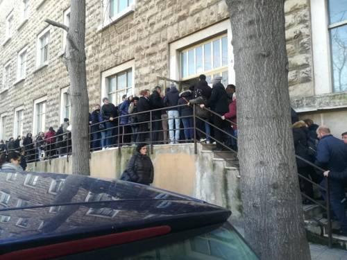 A Bari l'ufficio anagrafe in tilt per il reddito di cittadinanza