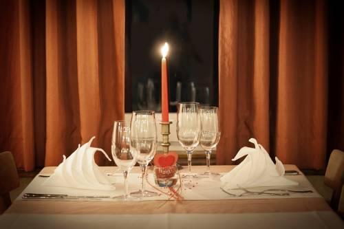 Per festeggiare San Valentino 2 italiani su 3 scelgono la cena romantica