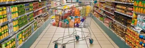 Lecce, paura al supermercato: ladri armati e a volto coperto fanno irruzione