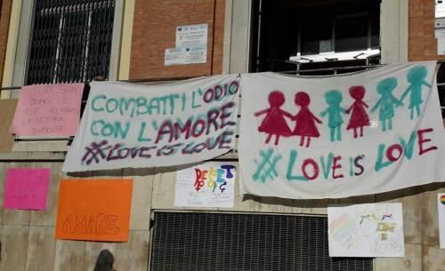 Brindisi, scritte omofobe alla scuola alberghiera