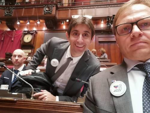 Deputati FdI in Aula con la spilla per il Venezuela 2