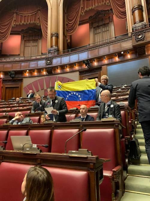 Deputati FdI in Aula con la spilla per il Venezuela 1