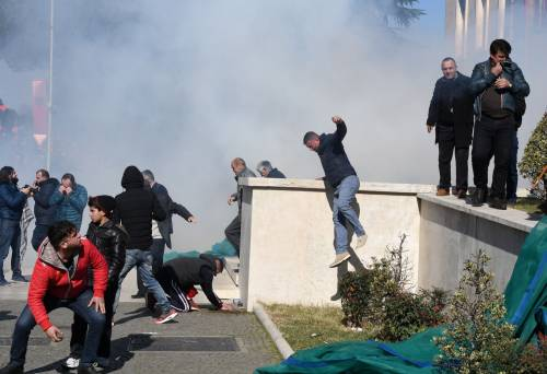 Proteste a Tirana contro il governo 4