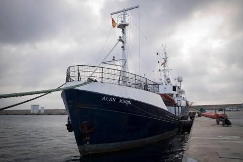 L'Ong forza il blocco di Salvini: Sea Eye fa rotta su Lampedusa