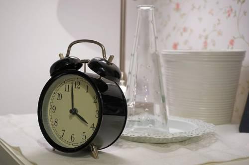 Come gli orari del sonno influenzano l'attività cerebrale