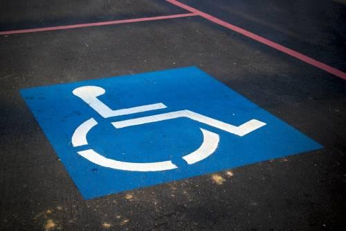 """Automobilisti """"furbetti"""" utilizzavano pass per disabili: denunciati"""