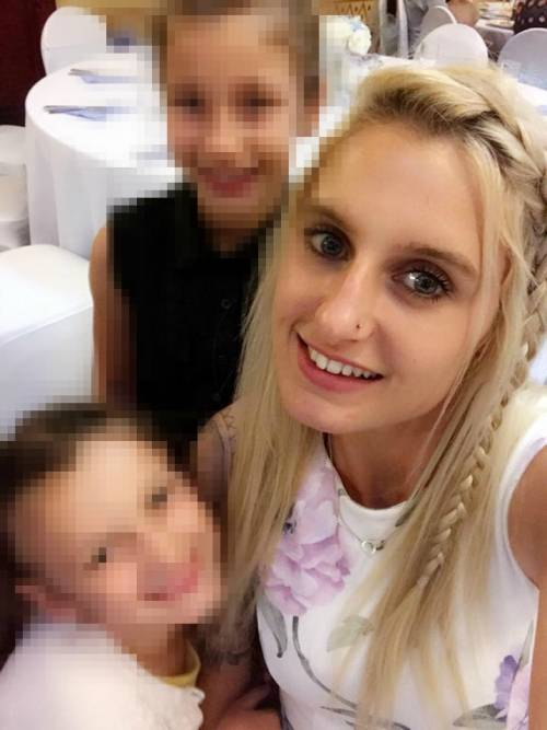 Resta incinta tre volte mentre prende la pillola: a 29 anni ha già 5 figli