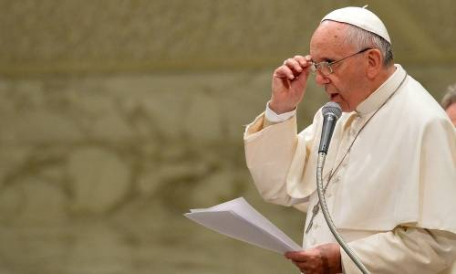Il Papa apre il summit sugli abusi: