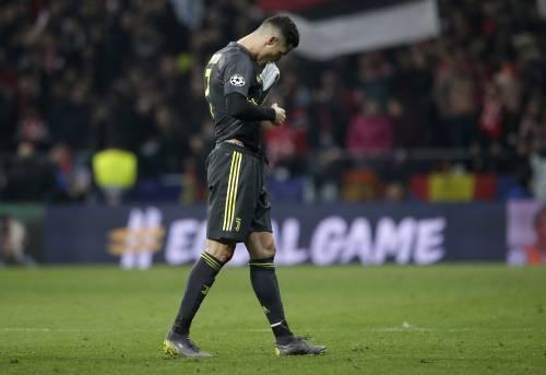 Il Ronaldo abbandonato si aggrappa... alla manita