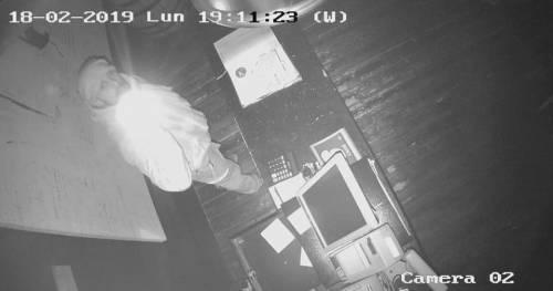 Posta il video del furto nel suo ristorante: