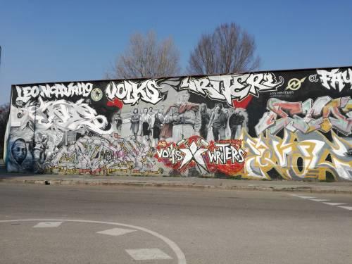 """Milano, il """"tour"""" dei centri sociali 8"""