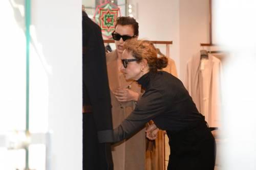 Milano Fashion Week 2019: Irina Shayk fa shopping nelle boutique di Milano 6