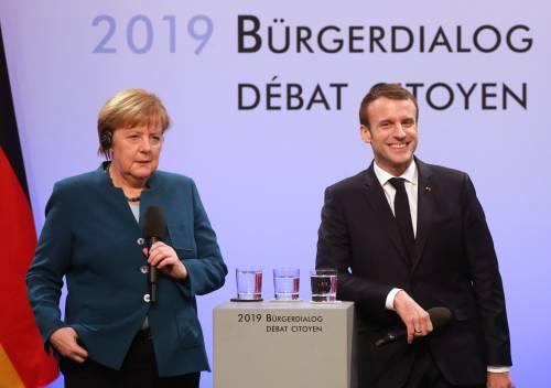"""""""Basta con tutti questi bonus"""": Merkel e Macron contro Conte"""