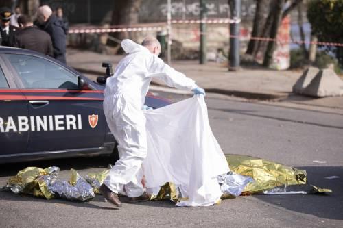 Paura a Torino: 34enne accoltellato alla gola, ora si cerca l'assassino