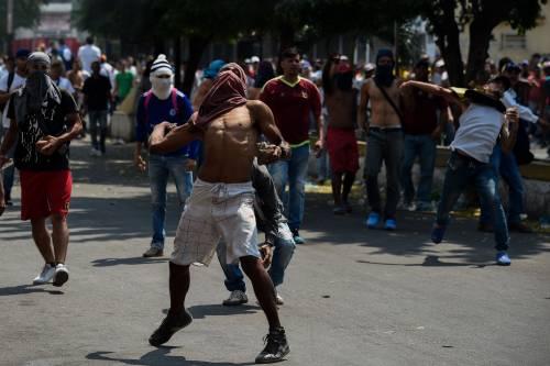Scontri  al confine fra Venezuela e Colombia 9